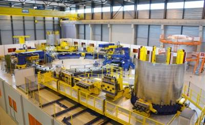 The equipment for the manufacturing of the ITER Poloidal Field coils is up and winding!